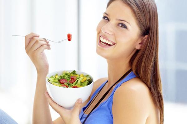 Alimentação ideal para dias quentes: Saiba o que você deve comer para se sentir mais leve no verão
