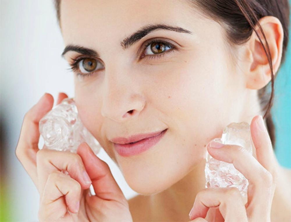 Truque de maquiagem: 4 jeitos de utilizar cubos de gelo na sua rotina de beleza